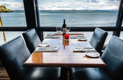 Seattle Seafood Restaurant Bar In Ballard Wa Rays Boathouse